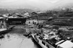 Diese Menschen haben die Stadt Yunyangzhen verlassen, um in ein Dorf am gegenüberliegenden Flussufer zu ziehen. Chongqing, Jangtse, Februar 2006   © Pierre Montavon