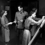 Drawing maps in the reconnaissance room of an air force squadron (BAR 5287, photographer Theo Frey) © Swiss Federal Archives, Bern